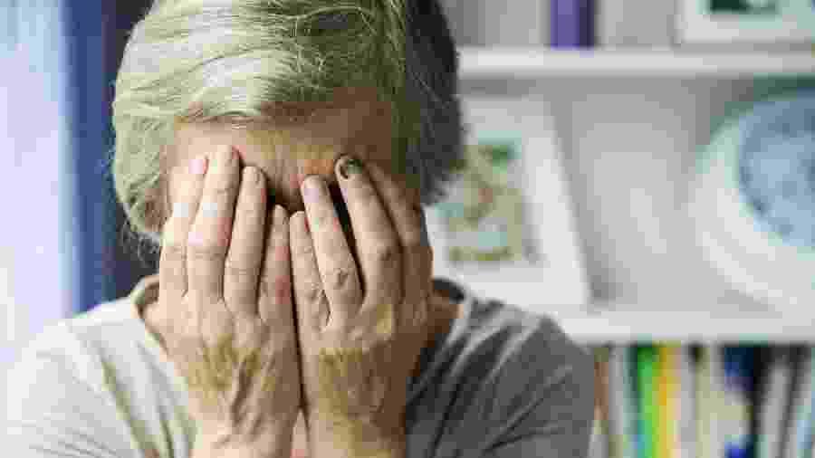 Idosa de 92 anos, com Alzheimer, foi estuprada pelo vizinho; homem ainda não foi encontrado - iStock