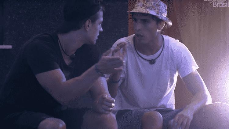 Lucas e Felipe conversam - Reprodução/Globoplay - Reprodução/Globoplay