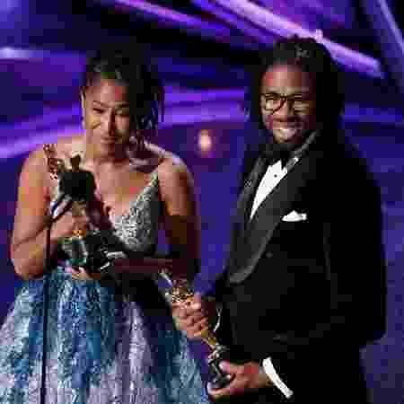 Matthew Cherry e Karen Rupert recebem o Oscar de melhor curta de animação - REUTERS/Mario Anzuoni
