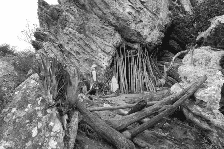 Apanhadores montam moradias temporárias nas grutas - João Roberto Ripper/imagenshumanas - João Roberto Ripper/imagenshumanas