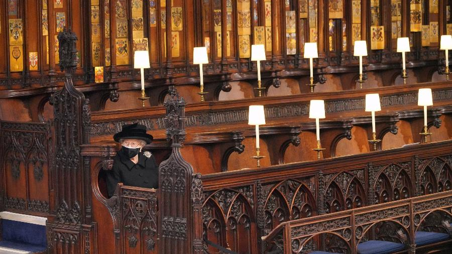 A rainha Elizabeth 2ª se senta durante o funeral de seu marido, príncipe Philip - Jonathan Brady - WPA Pool/Getty Images