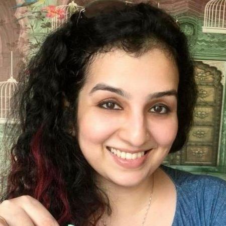 Hana Khan descobriu que foi colocadas à venda em aplicativo e site - Acervo pessoal