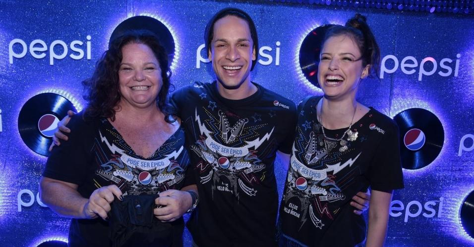 19.set.2015 - Encontro feliz nos camarotes: Dida Camero, Rainer Cadete e Ágatha Moreira