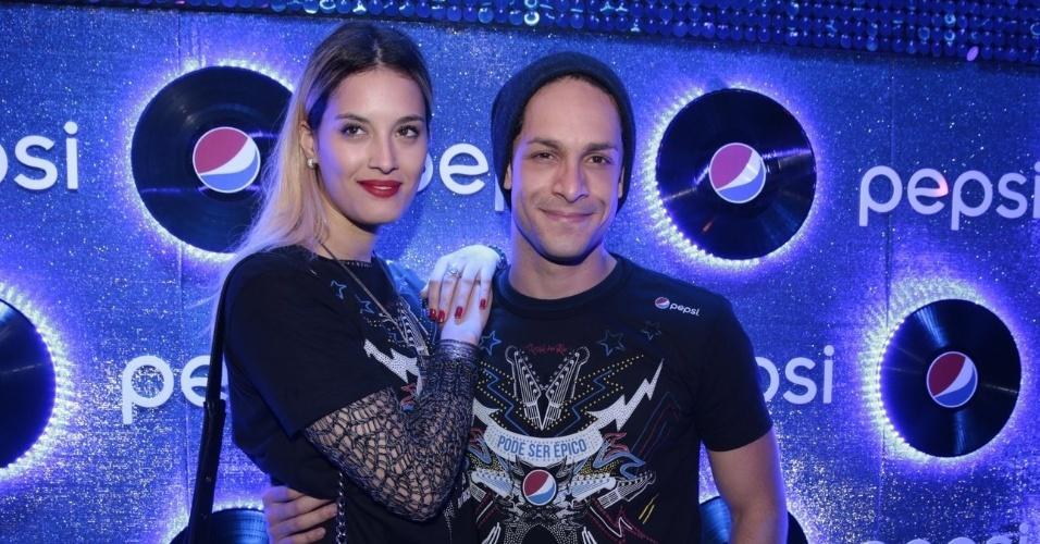 19.set.2015 - Rainer Cadete e a nova namorada, a modelo Taianne Raveli
