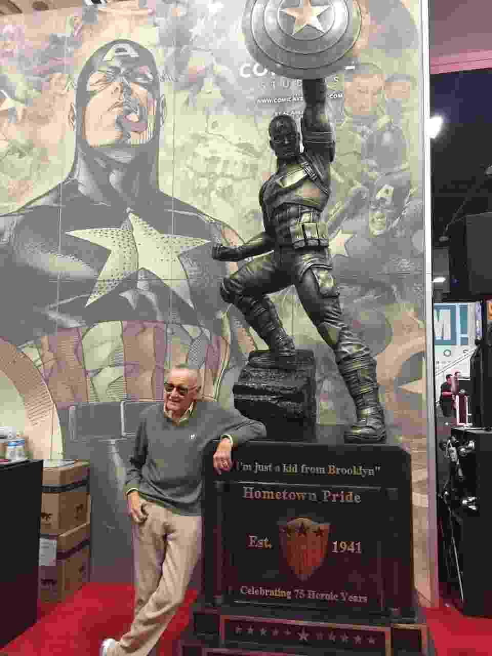 24.jul.2016 - Stan Lee passeia pelo estande da Marvel durante a San Diego Comic-Con 2016 - Felipe Branco Cruz/UOL