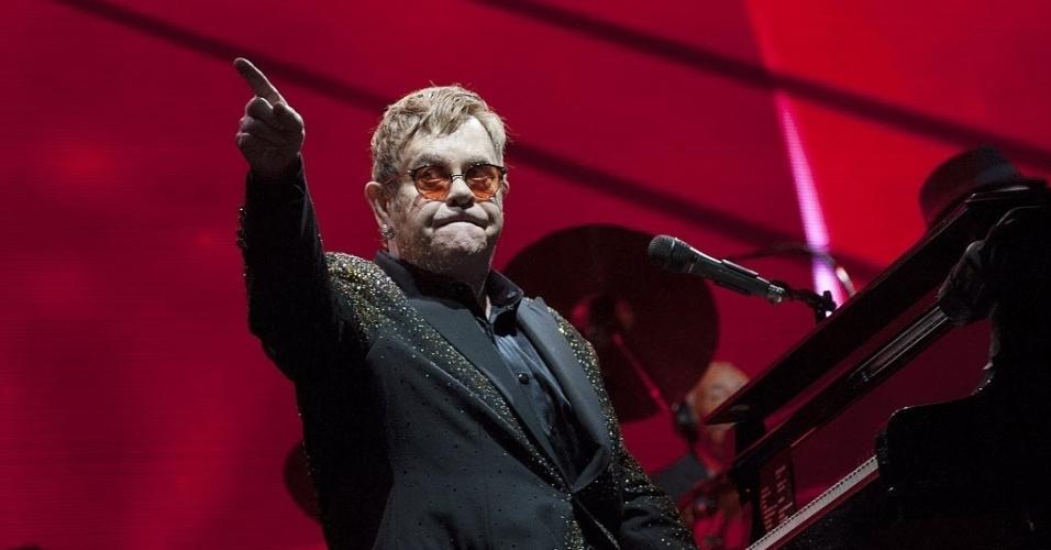 Encerrando a noite, Elton John entrega sua coleção de clássicos em São Paulo