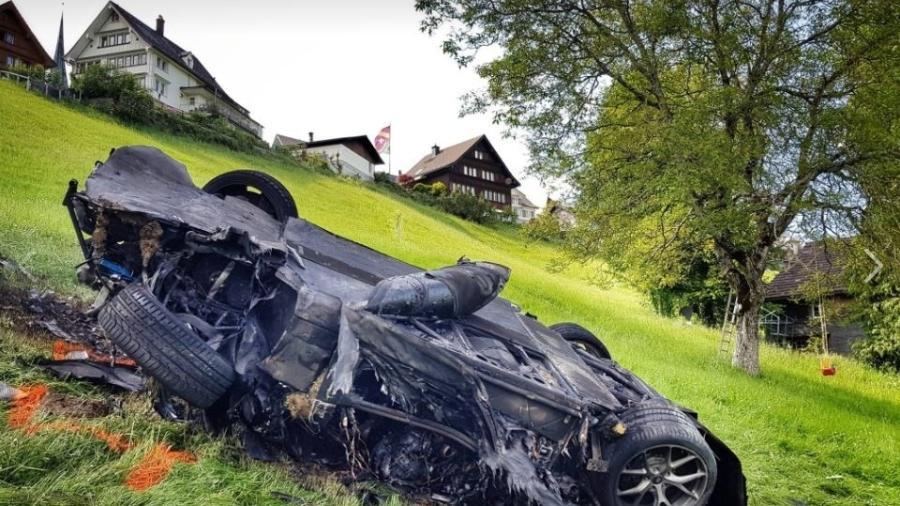 """Ex-apresentador de """"Top Gear"""" destrói carro em acidente na Suíça - The Grand Tour"""