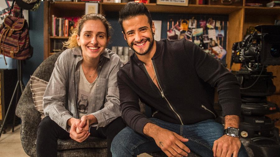 """Carol Duarte e Tarso Brant posam nos bastidores de gravação de """"A Força do Querer"""" - Mauricio Fidalgo/TV Globo"""