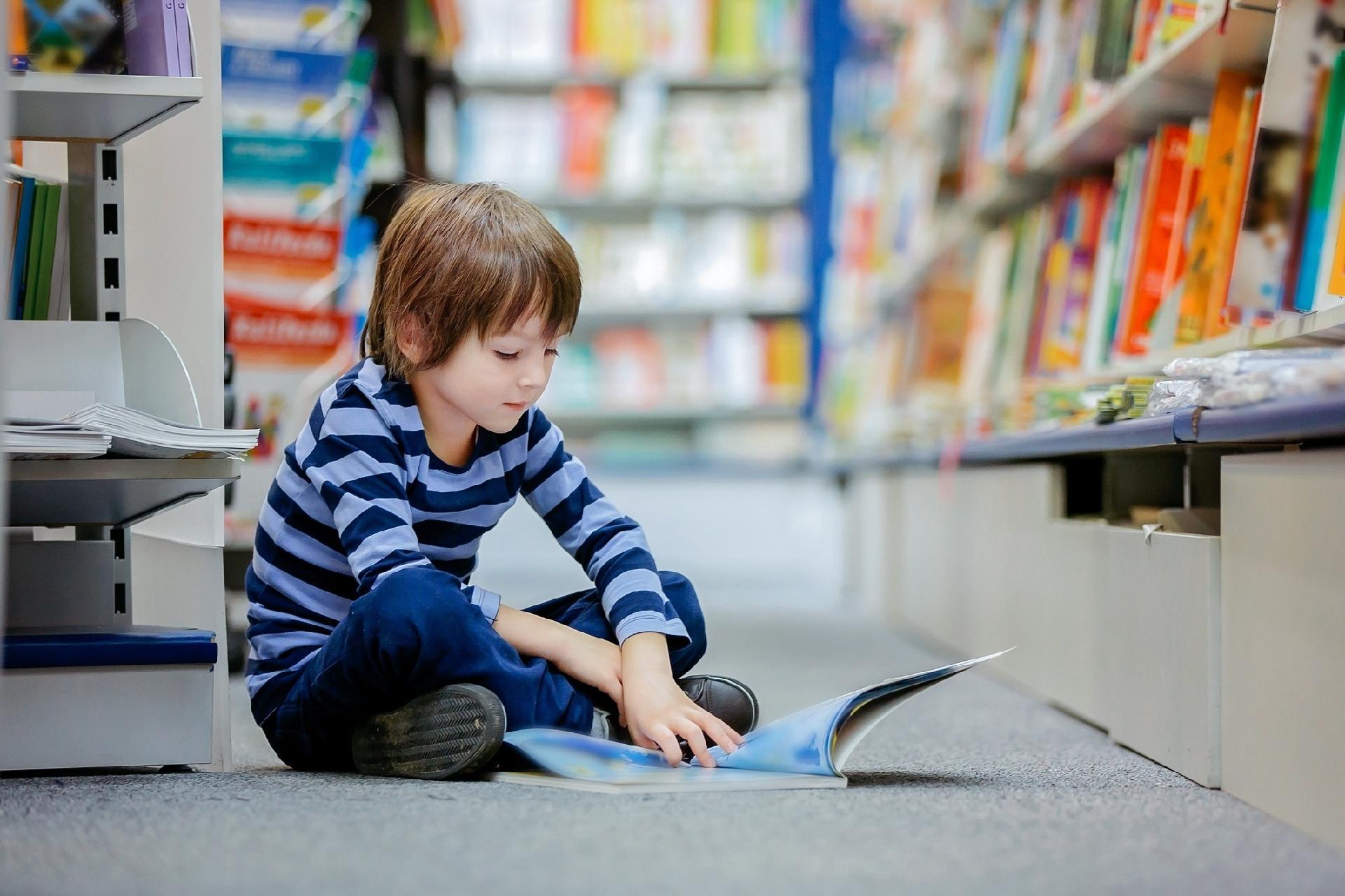 be12ff25d Uso de lente com filtro verde acelera a leitura de crianças com dislexia -  12/09/2018 - UOL VivaBem