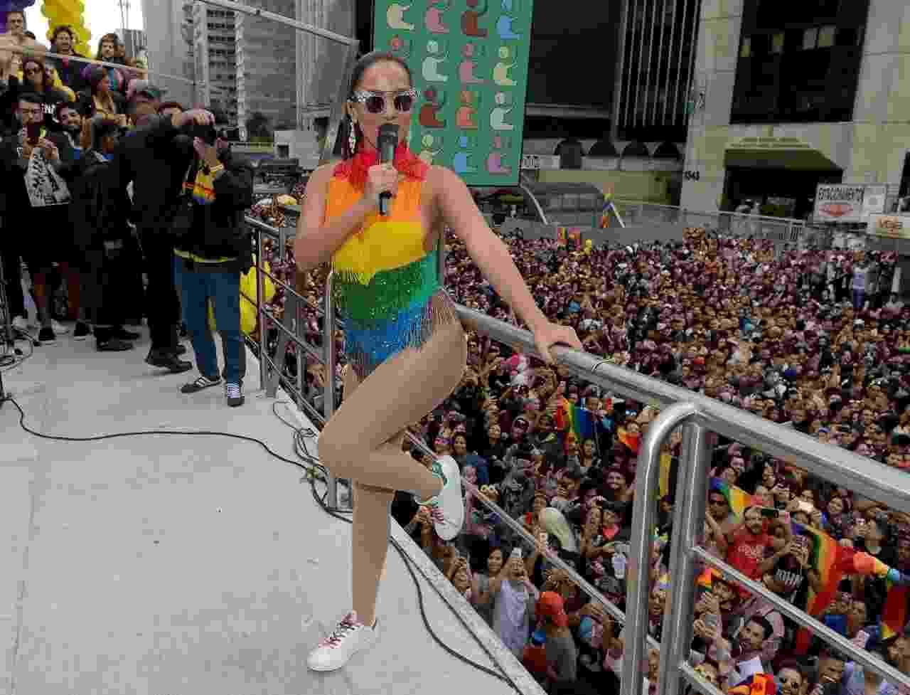 Com pop e sensualidade, cantora agitou os participantes da Parada do Orgulho LGBT - Francisco Cepeda/AgNews