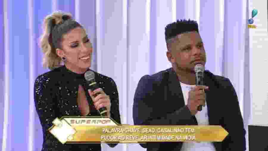 """Tati Minerato e o marido, Marcelo Galatico, falam sobre o """"Power Couple"""" - Reprodução/RedeTV!"""