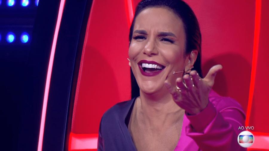 Ivete Sangalo brinca com Edson Carlos durante The Voice Brasil - Reprodução/TV Globo