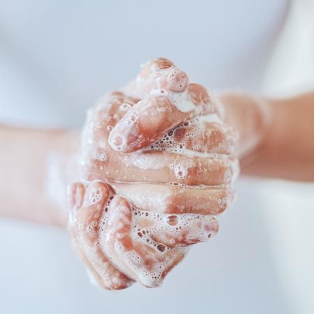 Você lava as mãos até se está sozinho em casa? - iStock