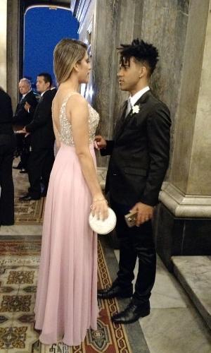 Nadja e D'Black são padrinhos de Nicole Bahls; as madrinhas todas vestirão tom rosa