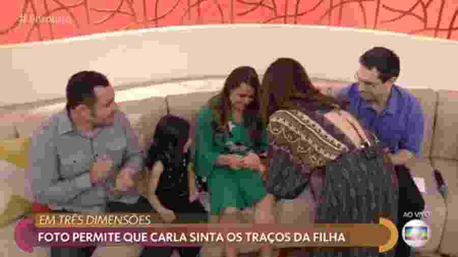 Fátima Bernardes comete ato falho e entrega foto para mulher cega ver - Reprodução/TV Globo
