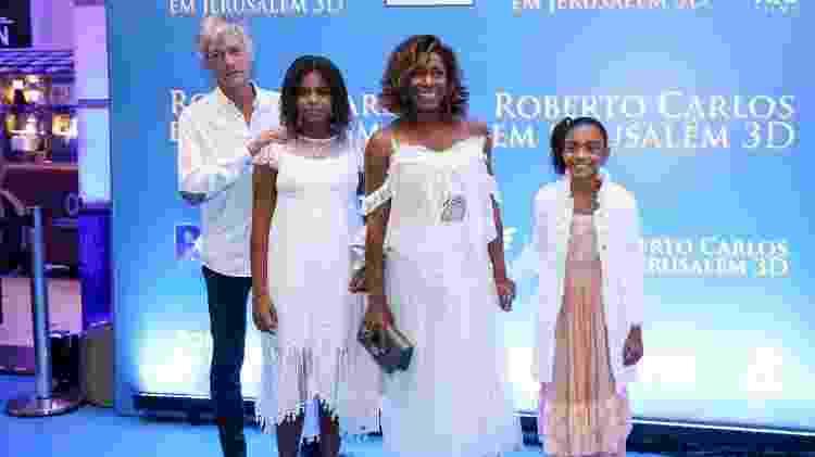 Glória Maria, as filhas Laura e Maria e o namorado, o francês Éric Claude Alain  - Roberto Filho/Brazil News - Roberto Filho/Brazil News