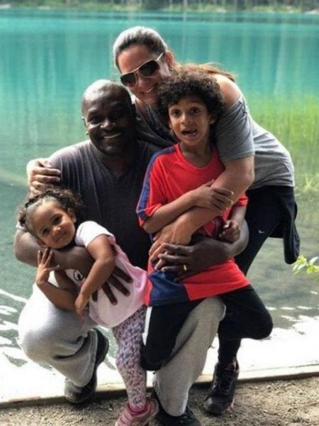 Edson e a esposa Gabriela com os filhos, Rafael, 6, e Beatriz, 3 - Reprodução/Instagram