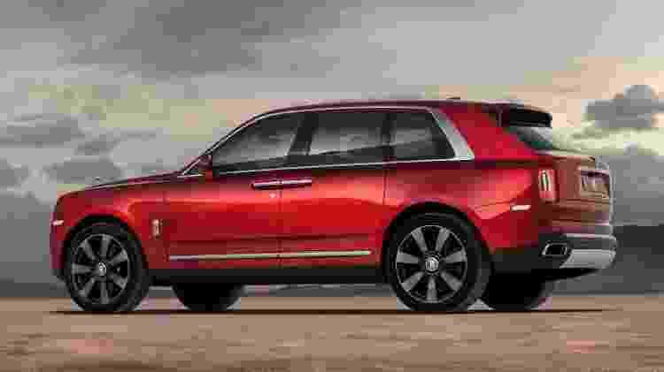 Primeiro SUV da Rolls-Royce mede mais de 5 metros de comprimento e 2,16 metros de largura - Divulgação