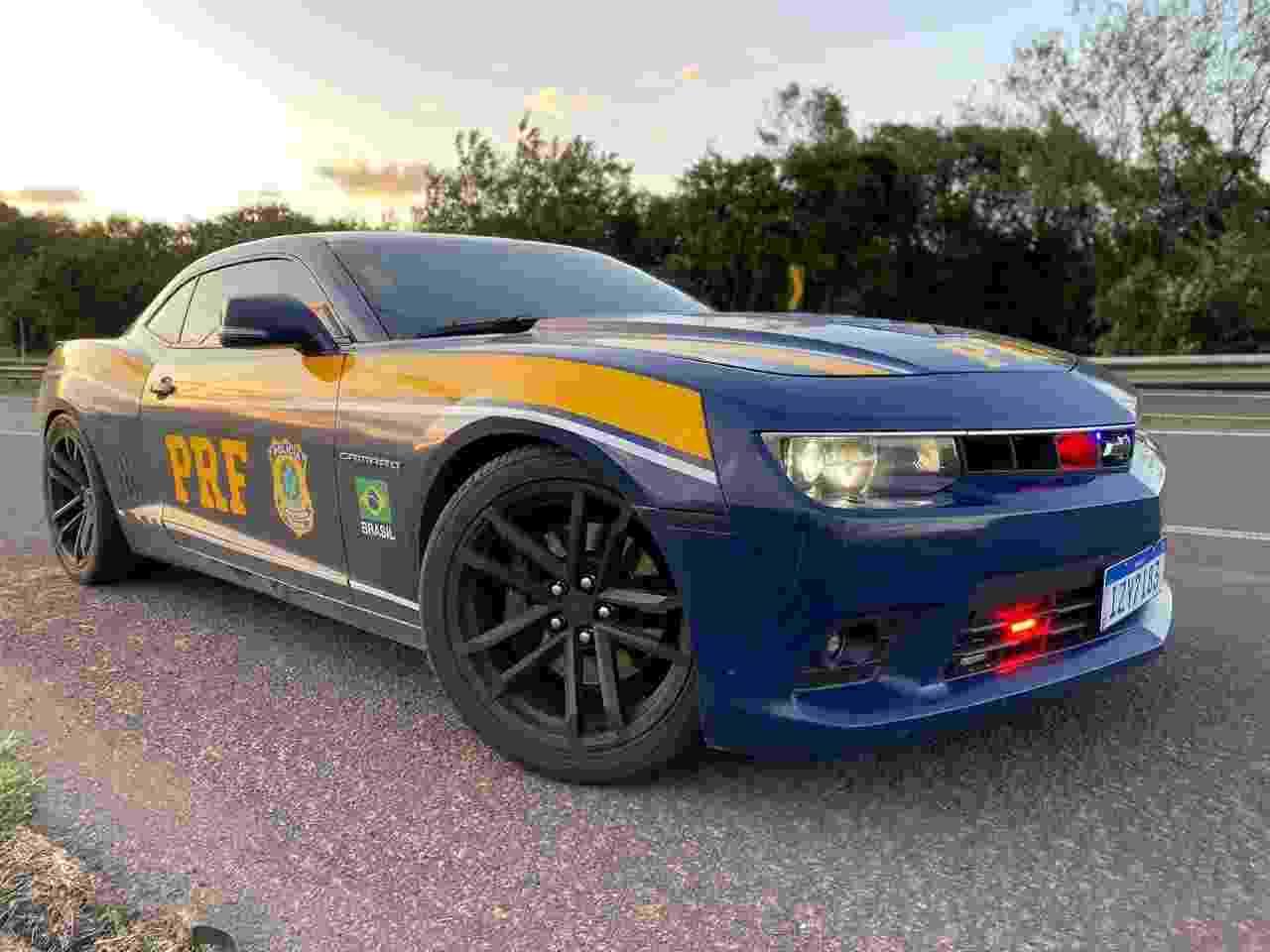 Chevrolet Camaro PRF RS apreendido traficante - Divulgação/PRF