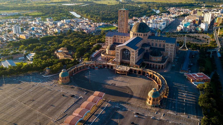 Município de Aparecida depende dos milhares de fieis que visitavam o Santuário Nacional de Nossa Senhora da Conceição Aparecida todos os anos - Getty Images