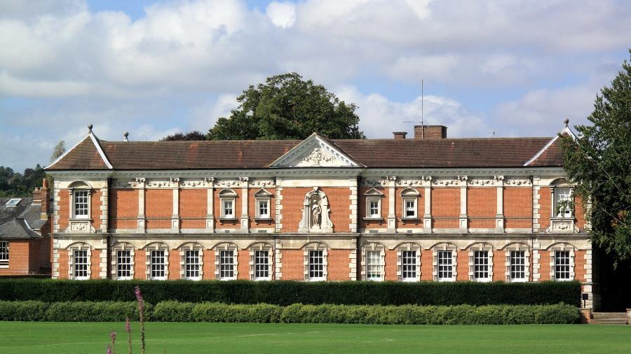 A partir de 2024, o colégio Winchester, em que hoje estudam 700 meninos, receberá até 50 alunas  - Getty Images