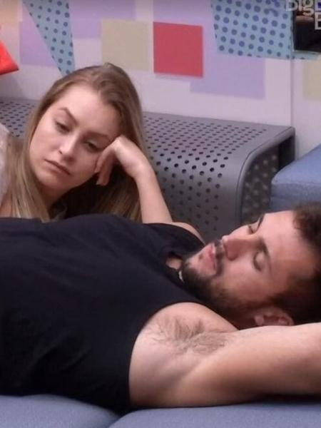 """BBB 21: Depois de dez dias de romance com Carla Diaz, Arthur diz: """"eu não sou casal não"""" - Reprodução/ Globoplay"""