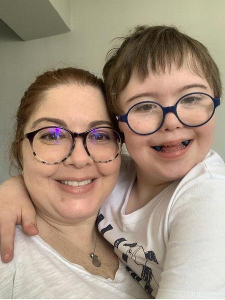 A psicóloga Fernanda Cammarota conta que o filho, Miguel, 11, deixou de ir ao hospital com crises de asma desde que começou a se tratar com cannabis - Arquivo pessoal