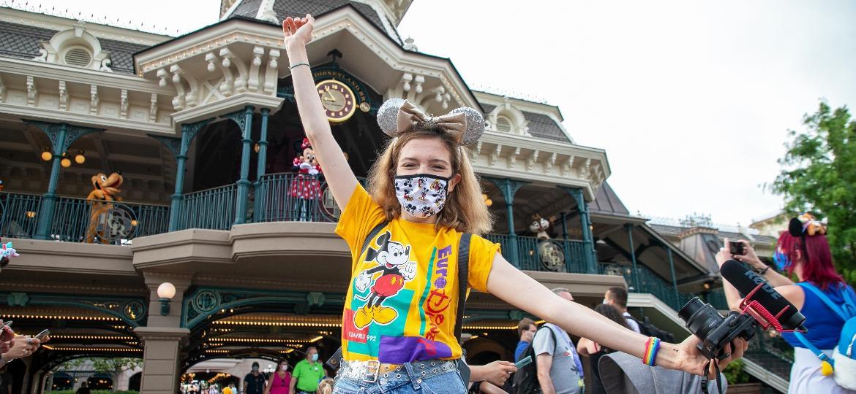 Turista na Disneyland Paris: o parque ficou oito meses fechado por conta da pandemia da covid-19 e reabriu com protocolos de segurança - Getty Images