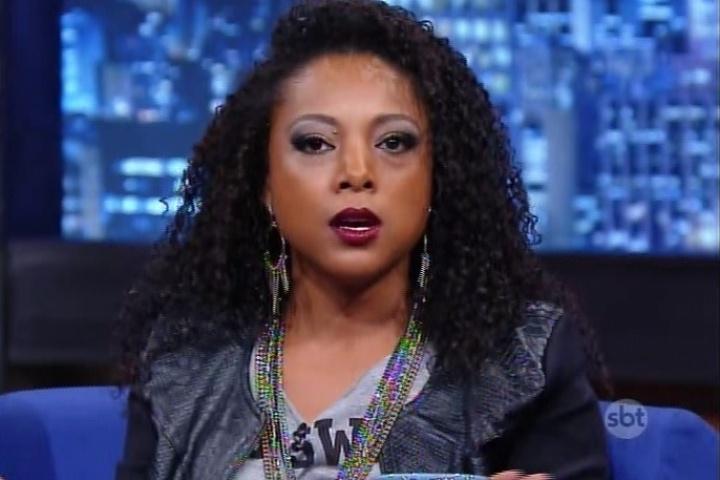 "17.jul.2015 - Negra Li fala sobre a volta do grupo de rap RZO e sobre as dificuldade e preconceitos de ser cantora, no ""The Noite"" desta sexta-feira"