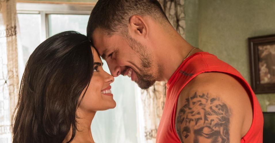 Tóia ( Vanessa Giácomo ) e Juliano ( Cauã Reymond ) são noivos e sonham com o casamento