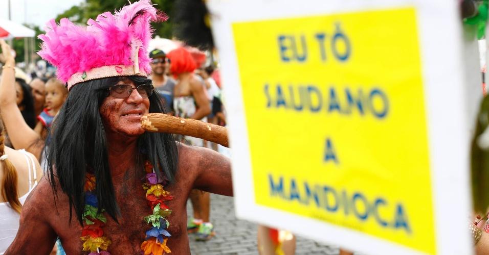7.fev.2016 - Folião curte o Bloco das Piranhas no centro histórico de São João Del Rei (MG)