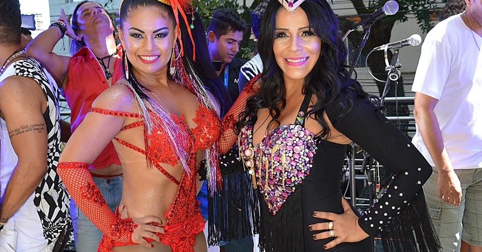 8.fev.2016 - Vocalistas do Calcinha Preta, Paulinha Abelha e Silvânia Aquino, mostram que o forró também tem espaço na folia baiana