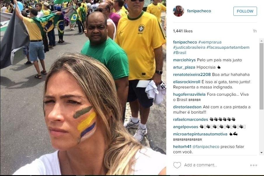 13.mar.2016 - A ex-BBB Fani Pacheco também participou da manifestação no Rio de Janeiro