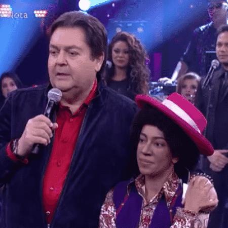 Samantha Schmütz ao lado de Fausto Silva - Reprodução/TV Globo