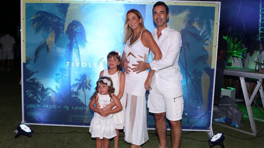 Ticiane Pinheiro e César Tralli curtem fim de semana em resort na Bahia - AgNews/Dilson Silva