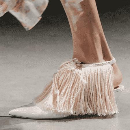 As franjas dos sapatos de Christopher Kane eram feitas com um esfregão - Reprodução/Instagram