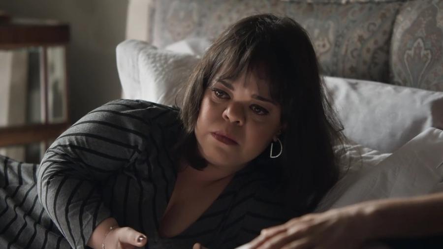 """Juliana Caldas diz que as pessoas cobram uma postura mais firme de Estela com relação aos xingamentos da mãe: """"Você não pode ouvir aqueles absurdos!""""  - Reprodução/TV Globo"""