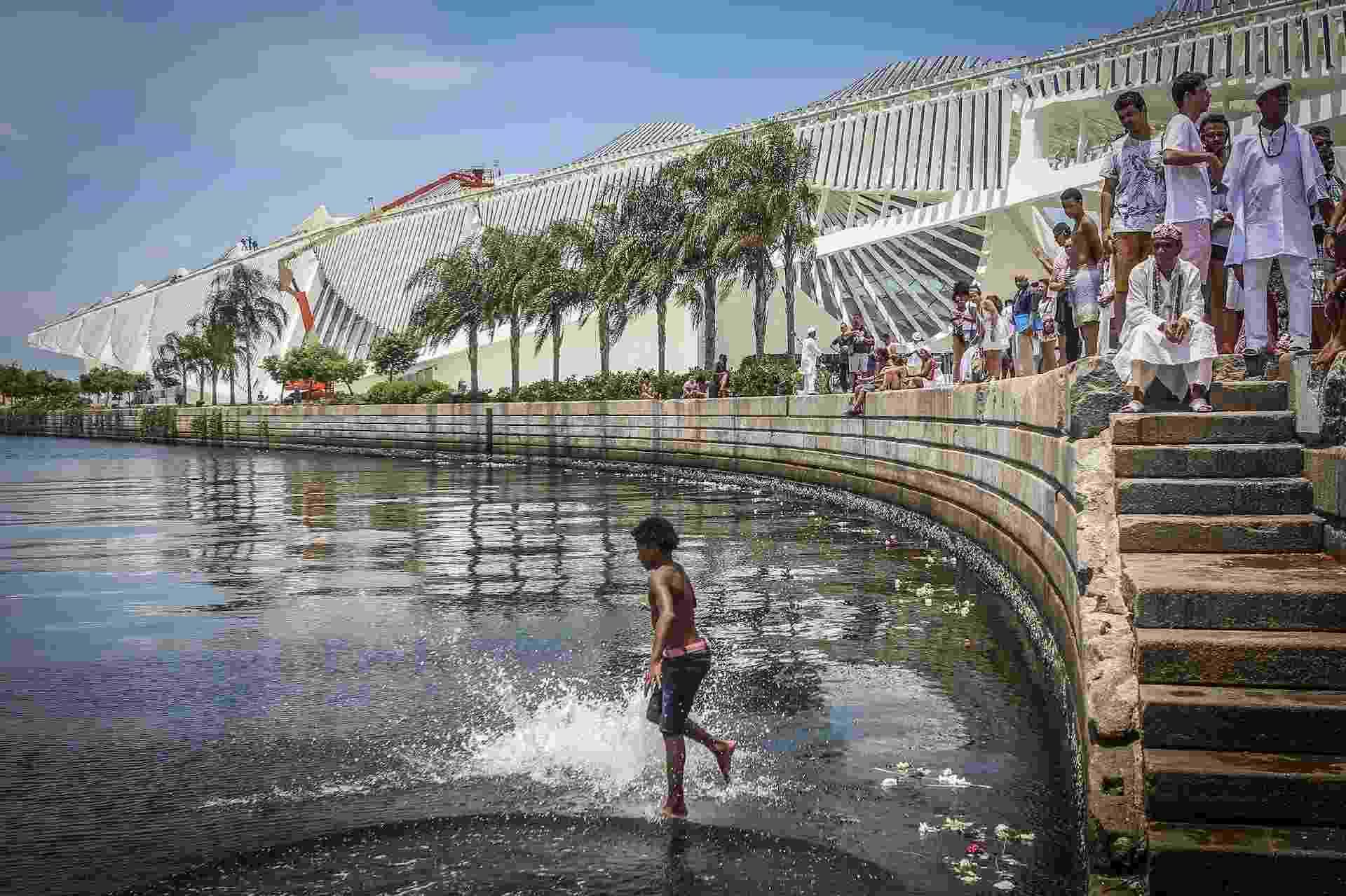 Filhos de Gandhi homenageiam Iemanjá no Rio - Marco Antonio Teixeira/UOL
