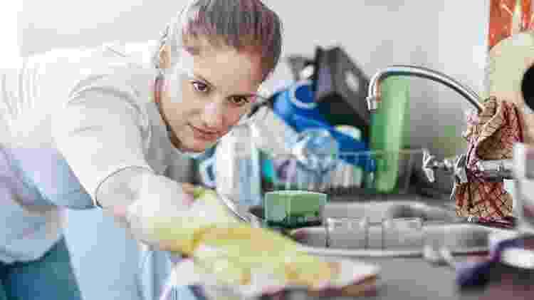 Lavar a louça - iStock - iStock