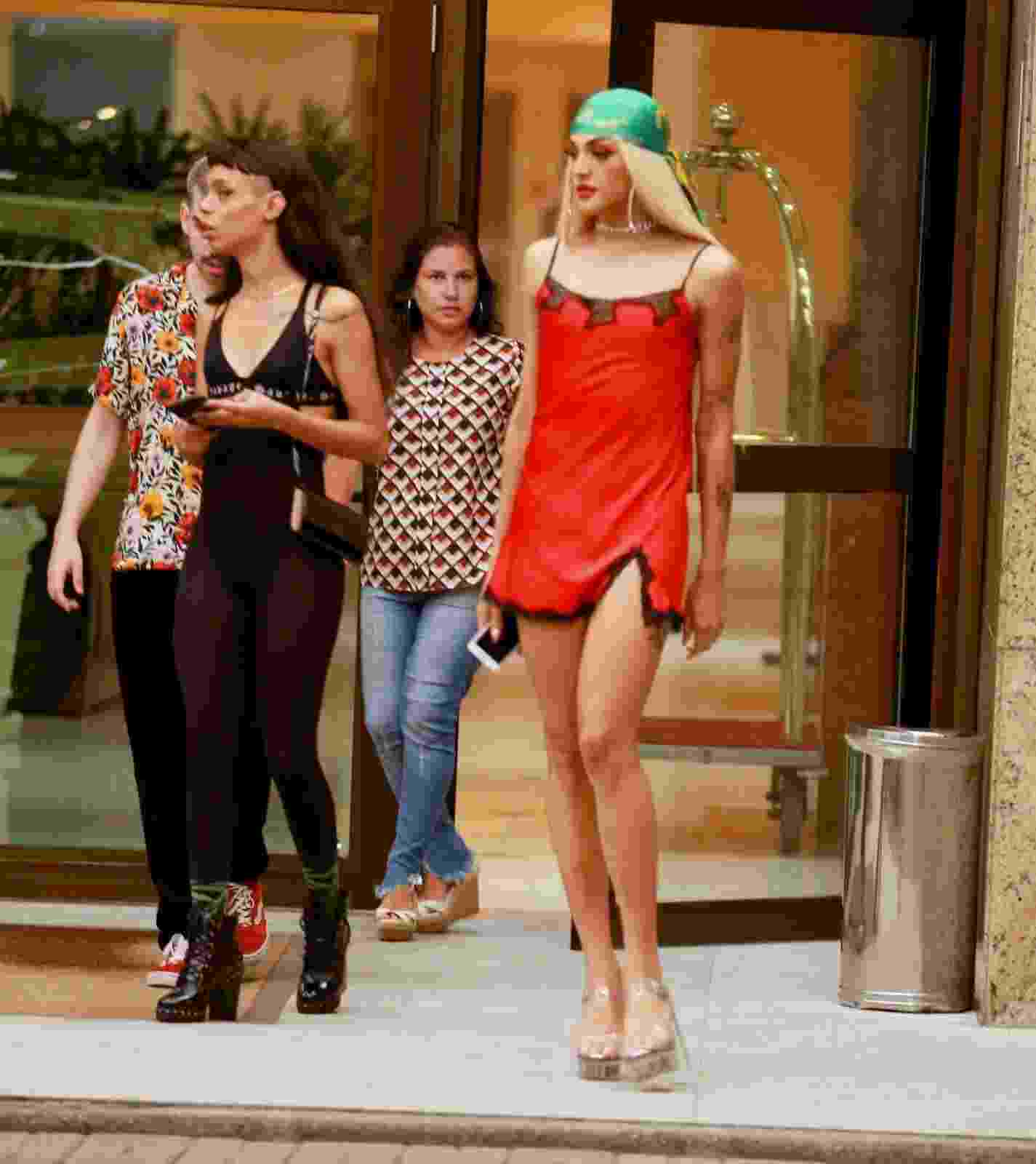 Pabllo Vittar vai à festa de Anitta  - Webert Belicio/AgNews