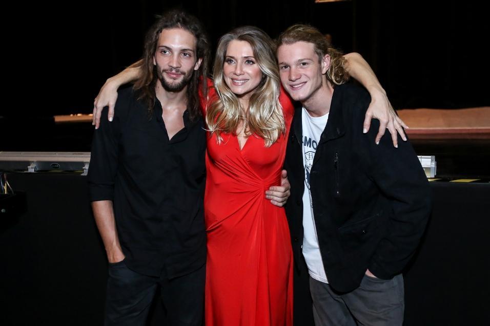 Letícia Spiller apresenta show Infusion, no Rio e posa com o namorado, Pablo Vares, e o filho, Pedro Novaes