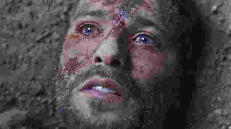 Após morrer, Gabriel (Bruno Gagliasso) é ressuscitado por Luz (Marina Ruy Barbosa) e será o sétimo guardião - Reprodução/TV Globo