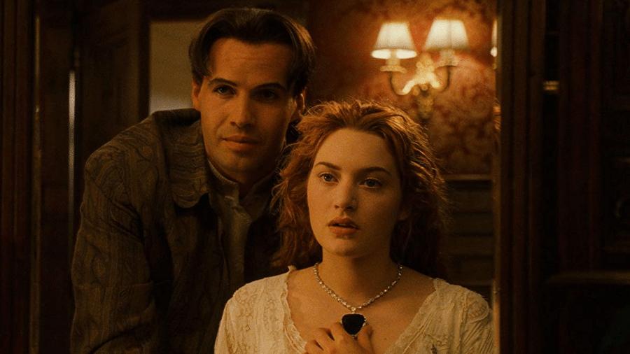 """Billy Zane e Kate Winslet em cena de """"Titanic"""" (1997) - Reprodução"""