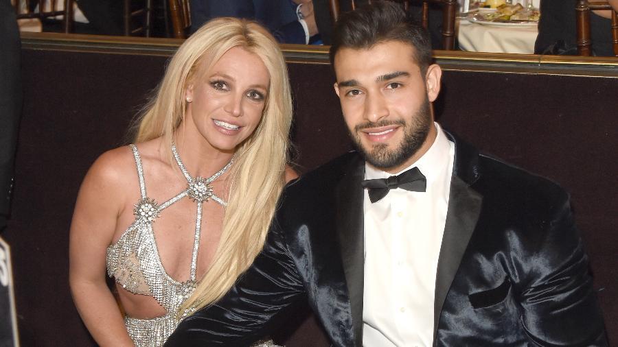 A cantora Britney Spears com o seu namorado, Sam Asghari, em premiação em Beverly Hills em abril de 2018 - J. Merritt/Getty Images for GLAAD