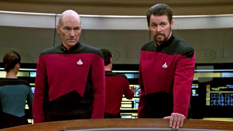 """Patrick Stewart e Jonathan Frakes em cena de """"Star Trek: A Nova Geração"""" - Divulgação"""