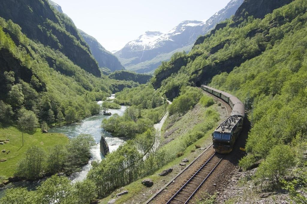 Passeios e viagens de trem revelam lindas paisagens pelo mundo