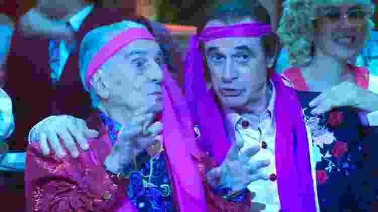 Orlando Drummond e Marcos Caruso, os dois intérpretes de Seu Peru, cantam no fim da temporada do programa - Reprodução/TV Globo