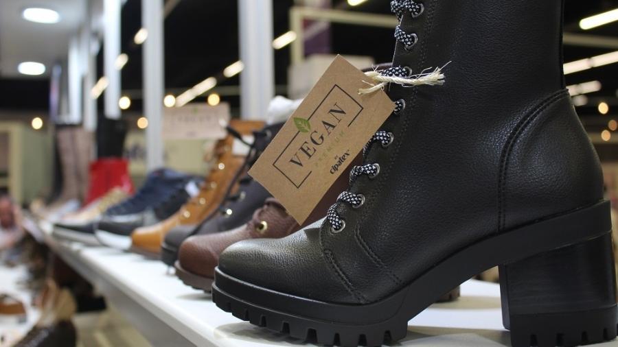 Sapatos feitos com laminado sintético vegano desenvolvido pela Cipatex - Divulgação/Cipatex