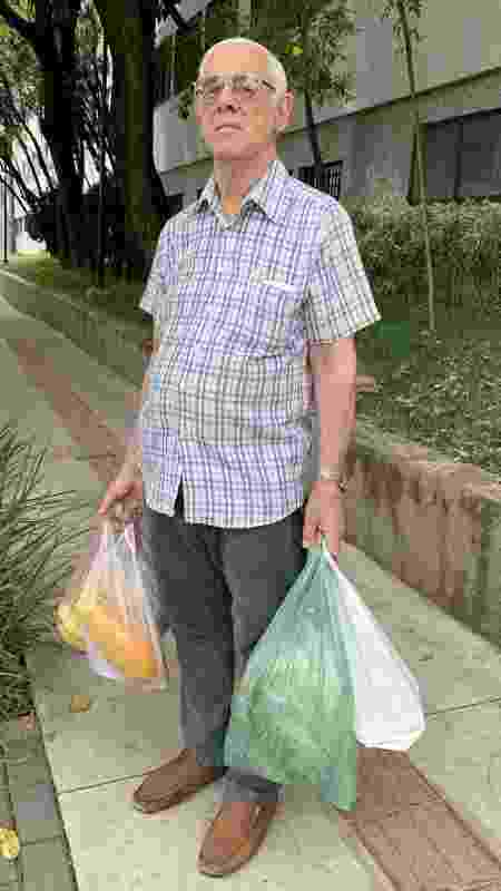 Cliente aposentado Vanderley Francoso, 73 - Janaina Garcia/UOL - Janaina Garcia/UOL