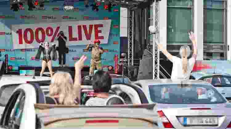 Fãs curtem show ao vivo em um drive-in, em Berlim - Frank Hoensch/Redferns - Frank Hoensch/Redferns